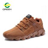 2019の傾向のスポーツの靴の偶然のスニーカーの人の運動靴、中国の工場卸売のカスタムブランドの贅沢なスニーカーのスポーツは人に蹄鉄を打つ