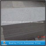 Mattonelle di pavimento bianche della pietra del granito della perla cinese poco costosa per la cucina