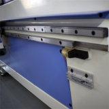 CNCの機械を切り分ける木製の切断の彫版