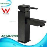 Санитарный кран ванной комнаты черноты воды сбережения изделий