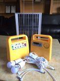 Novo Design Portable 10W do Sistema de Energia Solar com rádio FM/MP3
