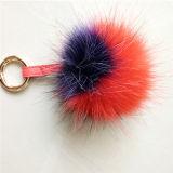 粋な毛皮POM POMの球のキーホルダーの擬似毛皮袋の魅力の文字ののどの毛皮の球