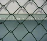 電流を通された金網のチェーン・リンクの塀