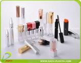 Leere Plastikeyeliner-Behälter mit Pinsel