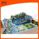 Aire de jeux en plastique doux pour enfants à l'intérieur avec glissière à rouleaux de labyrinthe
