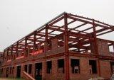 La estructura de acero de la construcción de almacén taller