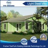 Hohes Proformance vorfabriziertes Haus mit Sonnenkollektoren auf dem Dach