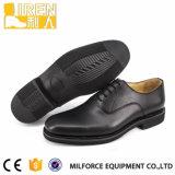 黒い本革の熱い販売のパテント・レザーの警察署の靴
