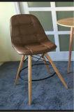 Diseño que cena el vector plástico que cena la silla de madera