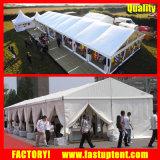 Группа палатку с бегущей строкой в качестве склада временного хранения и универмаг
