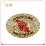 工場供給の贅沢な装飾によって浮彫りにされる金属のベルトの留め金