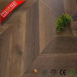 Fabrik-Großverkauf Kaindl lamellenförmig angeordneter Bodenbelag wiederholt Teakholz-Eiche Roble Holz