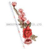 卸し売り方法美しい花のローズファブリック装身具の刺繍パッチ