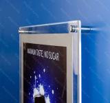 Pubblicità della visualizzazione di cristallo del segno della casella chiara