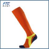 Kundenspezifischer Mann-Socken-Fußball trifft Baumwollsport-Socken-Fußball-Socken hart