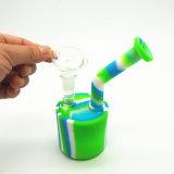 De Waterpijp van het Silicone van de Waterpijpen van het Glas van Wholesales van de fabriek met het LEIDENE Licht van de Kleur