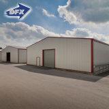 ライトまたはPebまたは車のガレージか倉庫または研修会またはプレハブの鉄骨構造