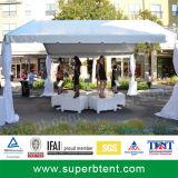 Ouvrir la tente encadrée pour le banquet et les usagers extérieurs