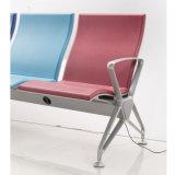 전화 비용을 부과를 위한 전기 플러그를 가진 주입 거품 기다리는 의자의 다른 Colof