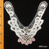 白いレースカラートリムの花のネックレスの花嫁の結婚式のアップリケの綿カラーかぎ針編みの刺繍の首のアクセサリHm2022を離れて絶妙な24*24cm