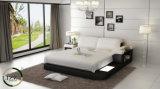 Miami-italienisches ledernes doppeltes Bett mit Nachttisch