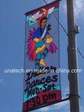 Bandierine esterne di festival degli annunci che fanno pubblicità al supporto della flessione della bandiera del manifesto del Palo della lampada di via