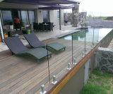 Wohnungs-modernes ausgeglichenes Glas-Geländer mit Edelstahl-Zapfen