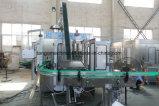 王冠の金属の帽子が付いている自動ガラスビンジュースのワインの炭酸飲料の容器の洗浄の満ちるパッケージ機械