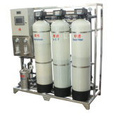 Sistema do filtro de água do RO da água de sal na água bebendo do frasco