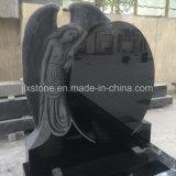 漆黒の花こう岩の天使の彫刻の墓碑
