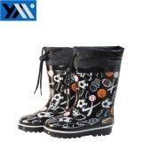 球プリント織物カラー子供の天然ゴムのRainbootsの黒くかわいい高品質のWellingtons子供の履物のための新しいデザインWelliesの靴
