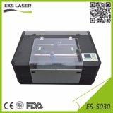 Pequenas CO2 gravura a laser CNC e máquina de corte