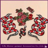 Venda por grosso / Lote Bordados Applique Ferro no design de patch Patch de ferro Sew bricolage Badge Bordados Cobra Snake