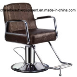 Anreden des Herrenfriseur-Stuhls in der Salon-Schönheit