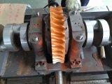 Máquina cortando e vincando no estado automático cheio com descascamento