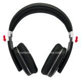 Auscultadores estereofónicos da Sobre-Orelha sem fio de Bluetooth com controle do microfone e de volume - preto