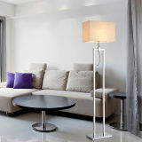 Lámpara de pie moderna de lectura de LED de cromo de pie para el dormitorio, con la sombra de tela blanca de leche