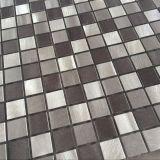 De goedkope Tegel van het Mozaïek van het Roestvrij staal van Backsplash van de Keuken van de Prijs Zelfklevende Natuurlijke Geborstelde