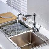 クロム単一のハンドルが付いている真鍮の台所の流しのコック