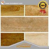 中国からのハイエンドクラスが付いている美しい木または材木の一見の磁器のタイル