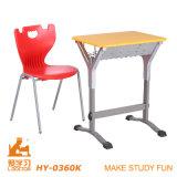 Mesa e cadeira de madeira esculpida artesanal (alumínio)