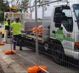 オーストラリアの建築現場の一時に囲うか、または溶接された網の一時塀