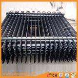 弓上が付いている装飾用の鋼鉄塀