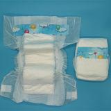 Cor de fraldas descartáveis seca bebê recém-nascido