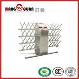 Tabella di lavoro dell'acciaio inossidabile con la spezia sopra la mensola
