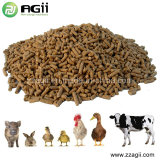 Las aves de corral animales introducen el pequeño molino de la pelotilla con el mezclador de la alimentación