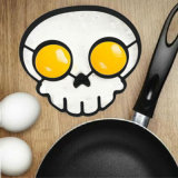Il silicone novello di microonda di figura del cranio ha fritto la muffa dell'uovo