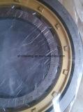 Exkavator zerteilt ursprüngliches NSK, das zylinderförmiges Rollenlager trägt