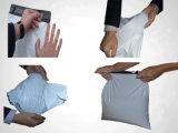 Белый полиэтиленовый пакет цвета для одежды и документа упаковки