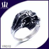 Schwarzer Öl-Schädel-Ring mit Sternen